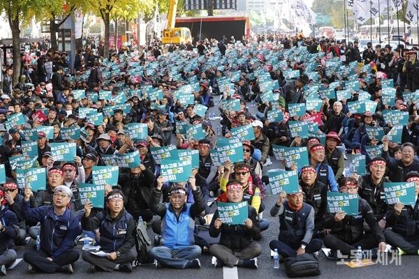 """전국에서 모인 특수고용노동자 6천여 명, """"ILO핵심협약 비준! 노조법2조 개정! 노조할 권리 보장하라"""""""