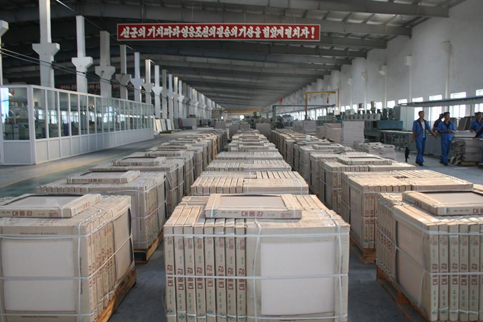 천리마타일공장에서 생산된 제품들의 포장이 완료된 모습.(사진제공 : 최재영 목사)