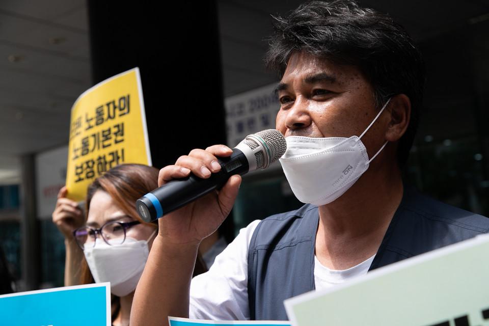 이태의 민주노총 부위원장이 기자회견에서 연대발언에 나섰다. ⓒ 송승현 기자